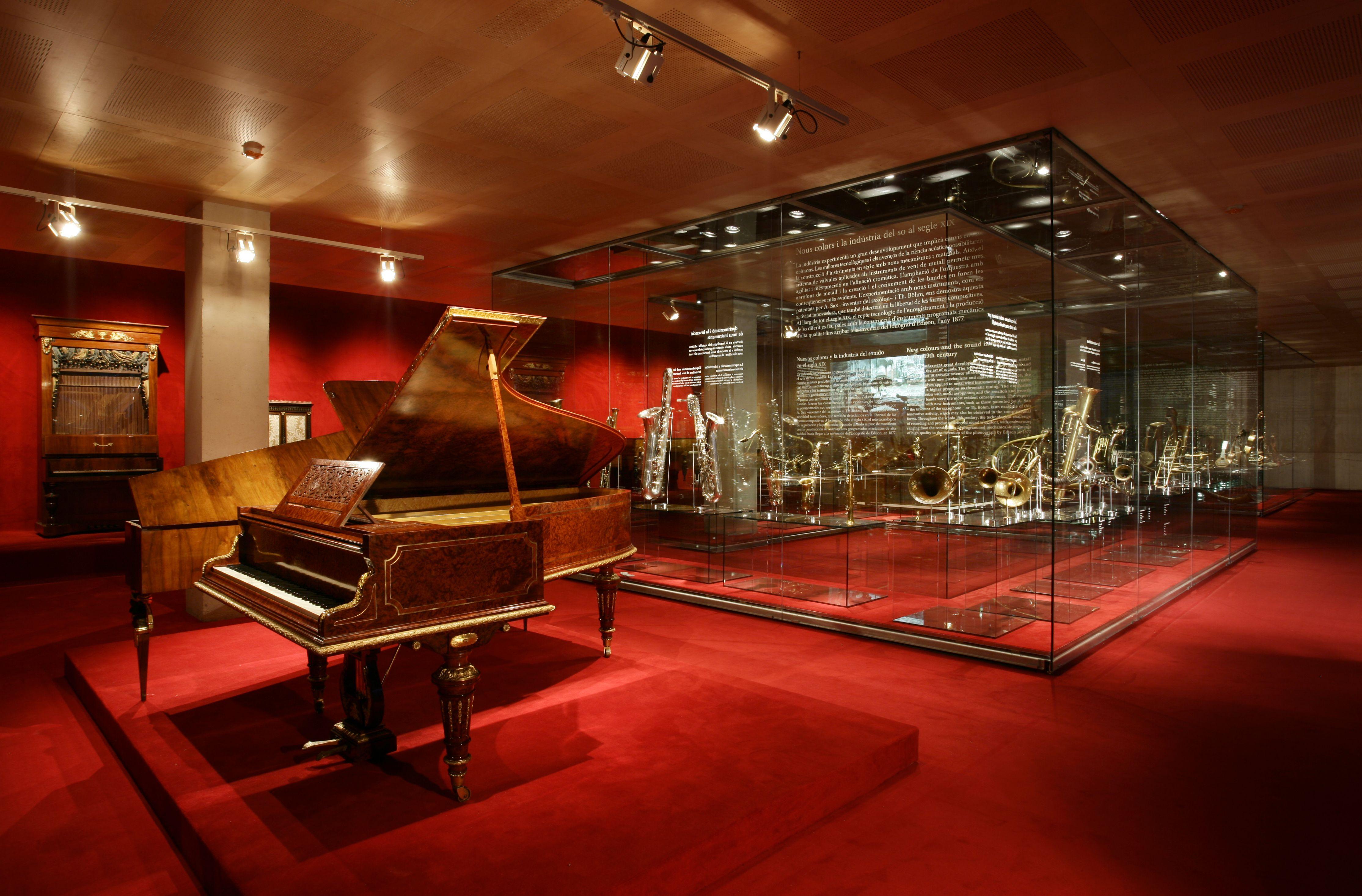 Gent Gran: Visita al Museu de la Música: Viatja amb l'Orpheus