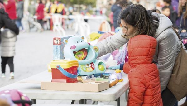 Mercat d'intercanvi de joguines al Prat.