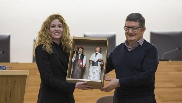 L'alcalde felicita la pratenca Laura Farrés per l'èxit del seu curt Los Desheredados