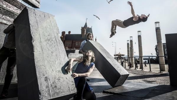 Block. Cia Motionhouse & NoFit State Circus (Foto de Dan Tucker cedida per l'ICUB)