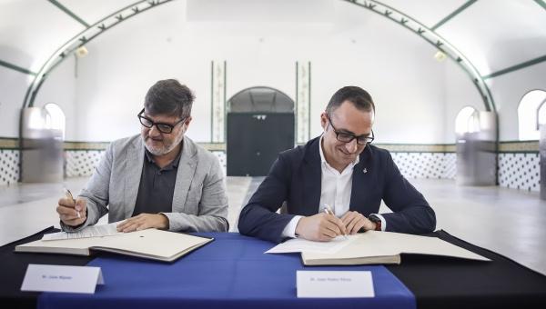 Signatura de l'acord del govern municipal entre El Prat en Comú i el PSC (Granja de la Ricarda, 26/6/19)