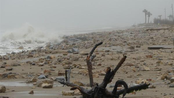Efectes del temporal Glòria a la platja del Prat