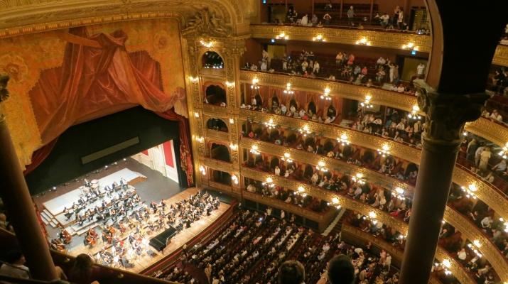 Apropat opera