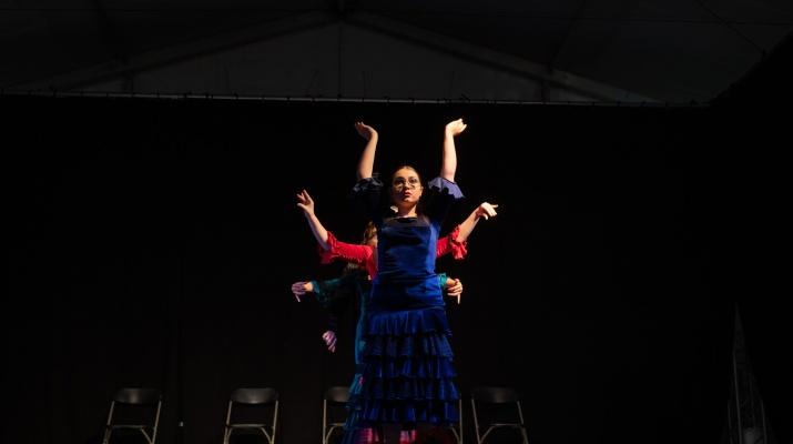 Noia ballant