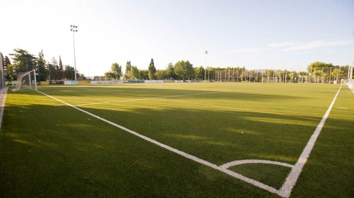 CEM Julio Mendez - Camp de futbol