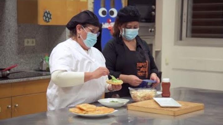 """La Cuina del Ribera: """"enchiladas salvadoreñas"""" amb la Maria Elena i l'Evelyn d'ASCA"""