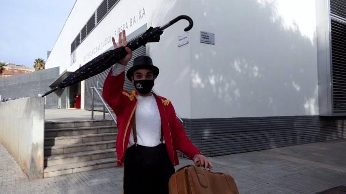 Bombo al Circ: Equilibris amb paraigües