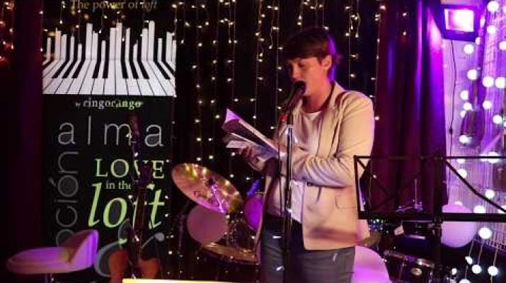 Cristina Díez Fortes (@nisiquieralasnubespermanecen) recitando en el 6 Tardeo de RingoRango