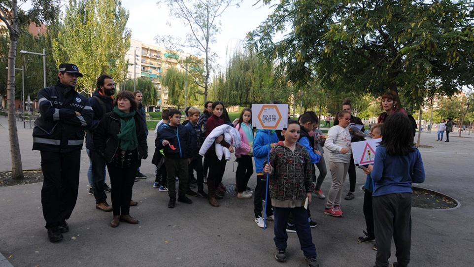 Activitat, al carrer, sobre el Camí Escolar.