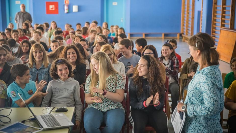 Activitat participativa amb alumnat al voltant del projecte del Camí Escolar.