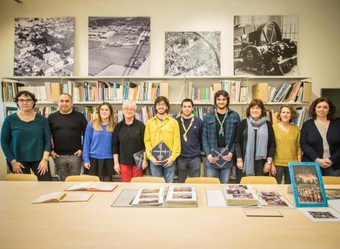 Representants de les entitats i de l'Ajuntament, després de la signatura del conveni a l'Arxiu Municipal