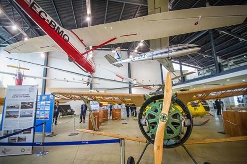 Exposició aeronàutica 100 anys d'aviació al Prat