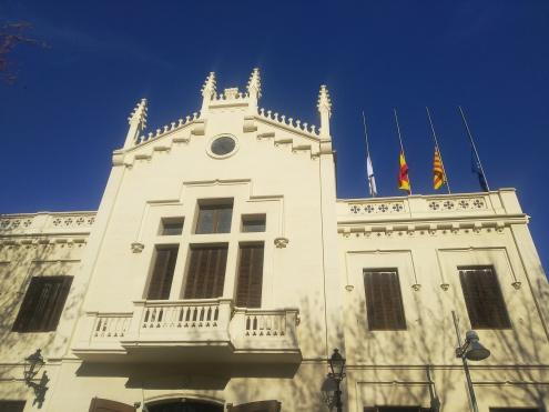 Banderes mitja asta en solidaritat amb La Canonja