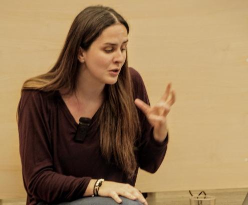 Lara Reyes durant la sessió del laboratori de lectura