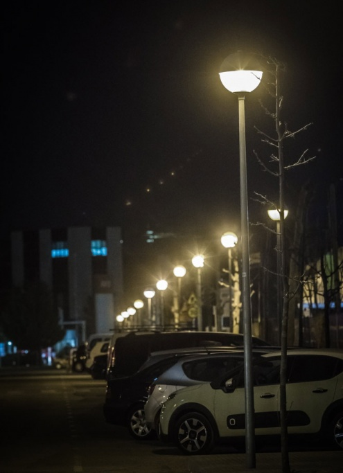 Il·luminació nocturna en un poligon industrial del Prat.