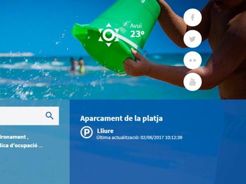 Apartat a la portada del web municipal on s'informa de l'estat de l'aparcament a la platja.