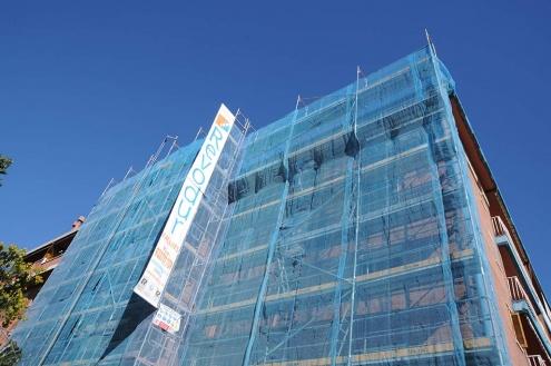 Rehabilitació de la façana d'un edifici del Prat que va rebre subvencions l'any passat.