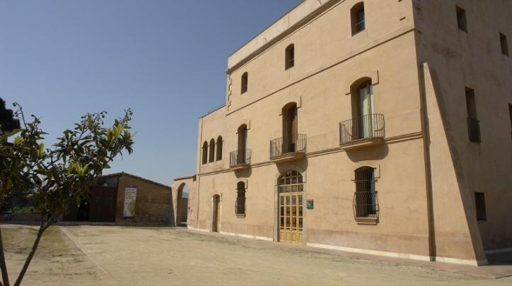El Servei de Control de Mosquits es troba a Can Comas, al terme municipal del Prat de Llobregat