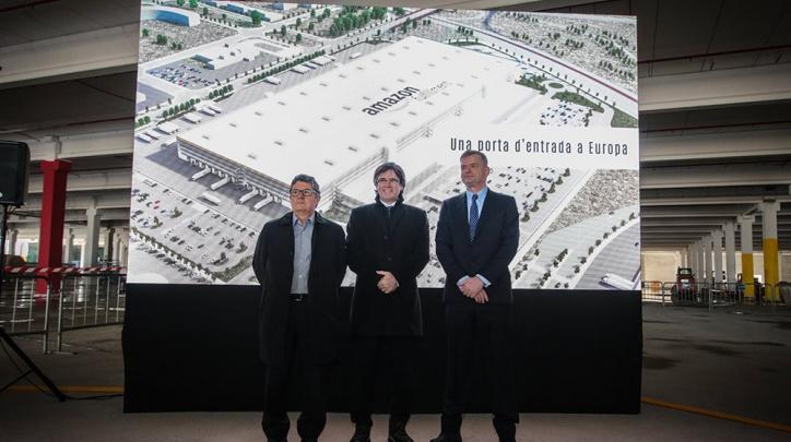 Tejedor, Puigdemont i Pattje, durant la visita a les obres del centre logístic.