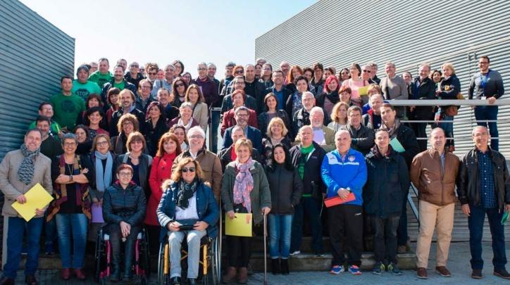 Foto de grup de les persones participants a la Conferència Ciutadana.
