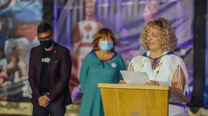 Carlota Dobaño Lázaro llegint el pregó de la Festa Major del 2021