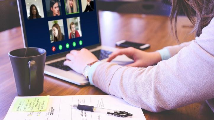 Imatge d'una reunió per vídeo-conferència