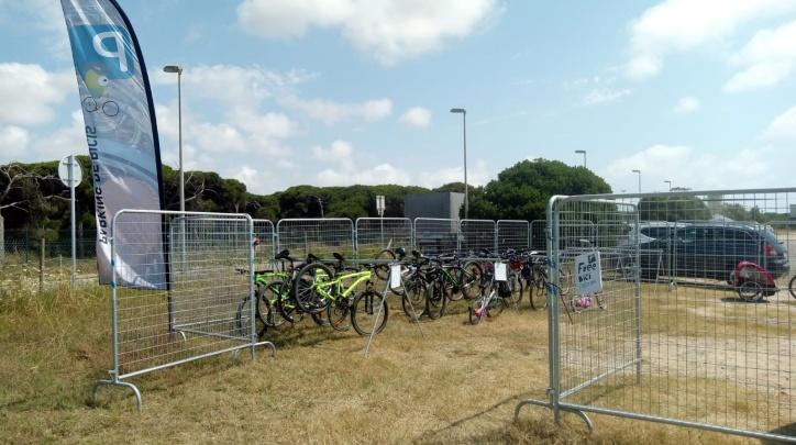 Aparcament bicicletes platja
