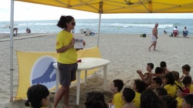 Descobrir la platja jugant, activitat infantil