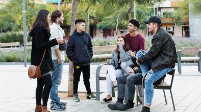 Amb el programa d'educació en el medi obert, es fa treball comunitari amb joves als espais públics
