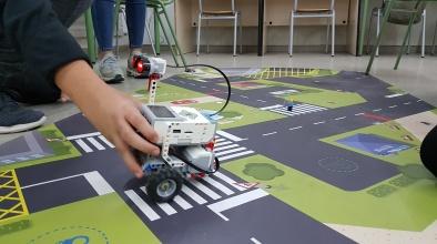 English WorkShops permet practicar l'anglès aplicat, entre d'altres camps, a la robòtica