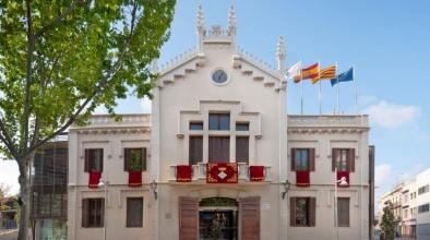 Façana de l'Ajuntament del Prat a la Plaça de la Vila