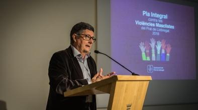 L'alcalde Luis Tejedor en l'acte de presentació del Pla contra les Violències Masclistes.