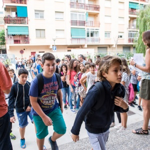 Estudiants del Prat a la porta del centre educatiu