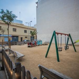 Parc infantil c. Jaume Casanovas amb c. Narcís Monturiol