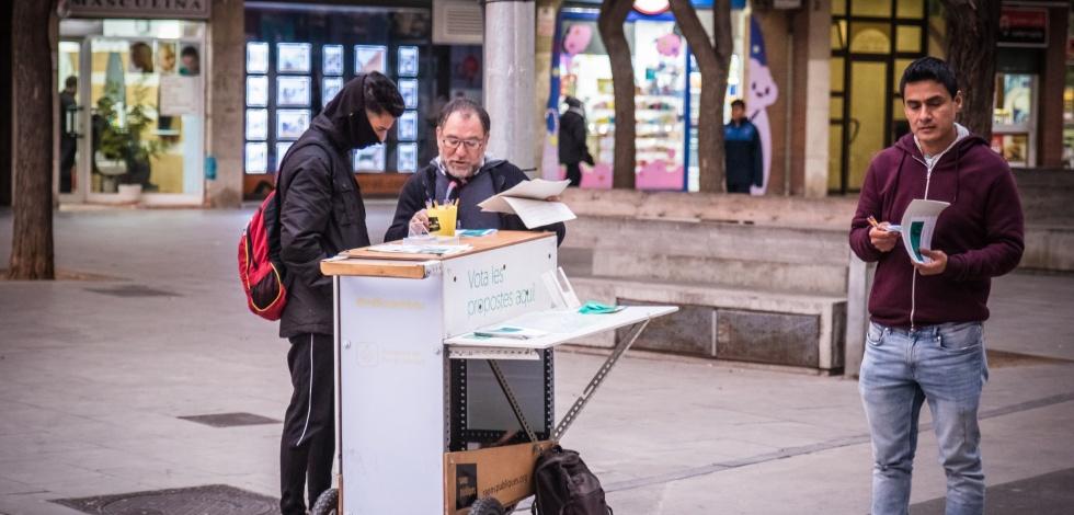 Punt de votació al carrer dels pressupostos participatius