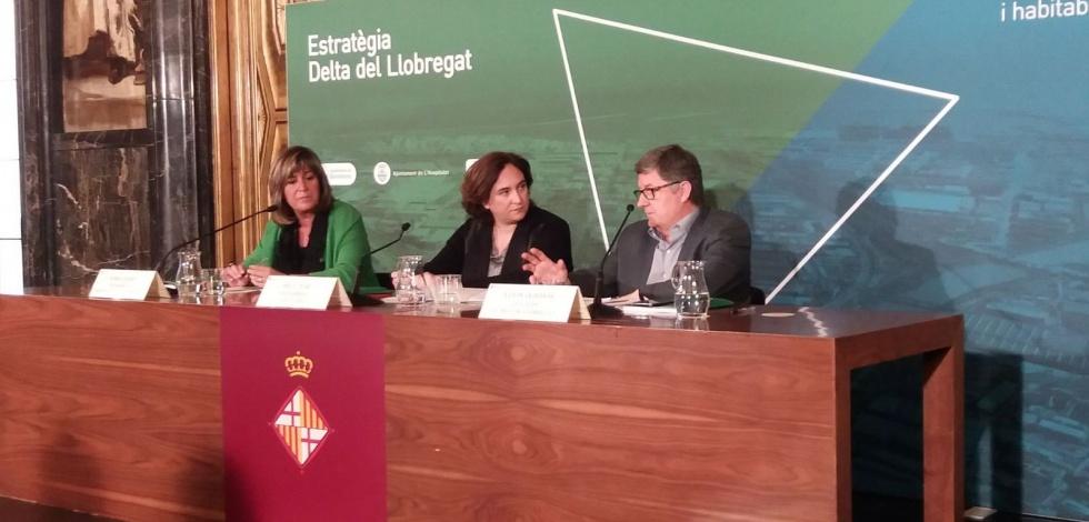 Ada Colau, Núria Marín i Lluís Tejedor, a la presentació de la nova estratègia per al delta del Llobregat