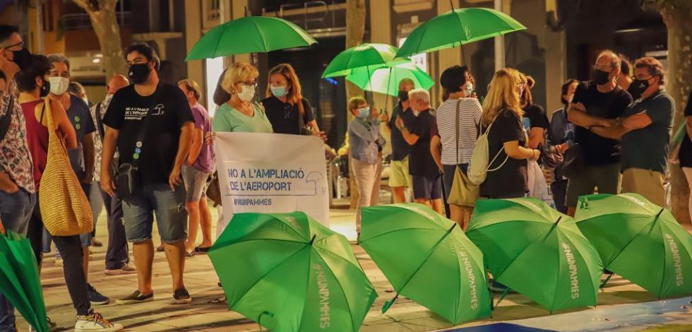 Concentració ciutadana en defensa del Delta, aquest vespre a la plaça de la Vila del Prat.