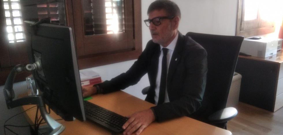 Foto alcalde compareixença telematica